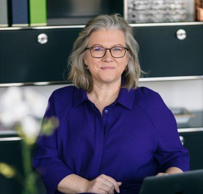 julia-derndinger-facts-portrait